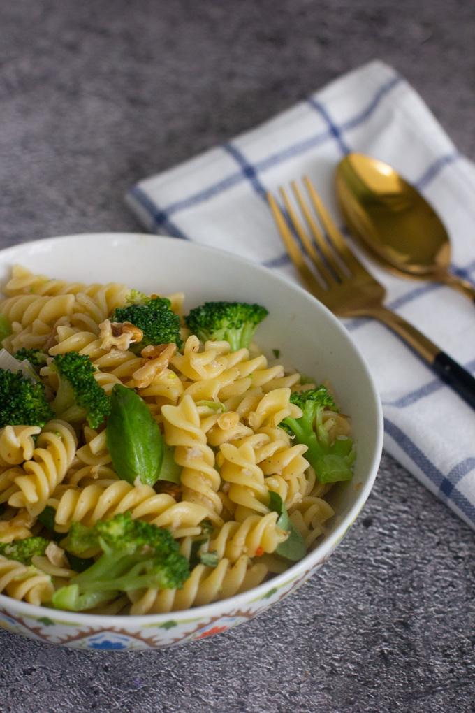 Broccoli, Leek and Walnuts Pasta