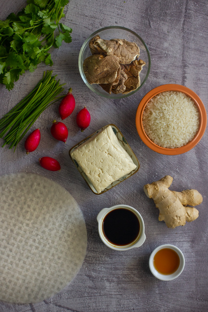רול דפי אורז ממולאים בטופו פריך וירקות