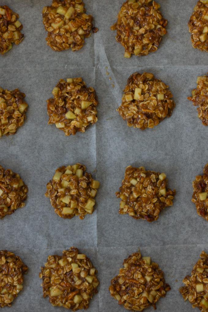 עוגיות שיבולת שועל עם תפוחים טבעוניות