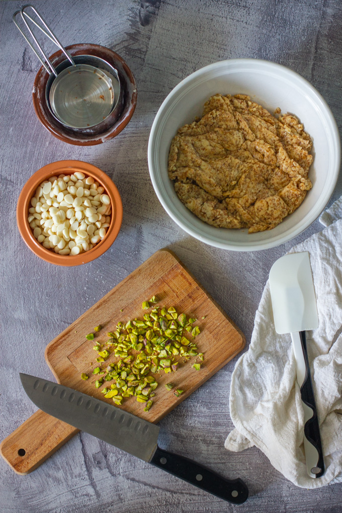 עוגיות שוקולד צ'יפס לבן ופיסטוק טבעוניות וטעימות