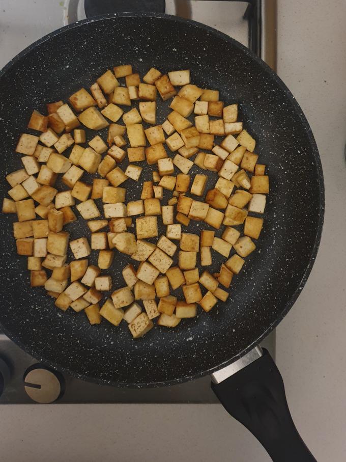 תבשיל טופו וברוקולי בחלב קוקוס