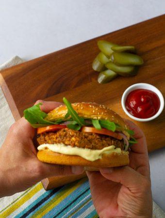 המבורגר פטריות ושעועית שחורה